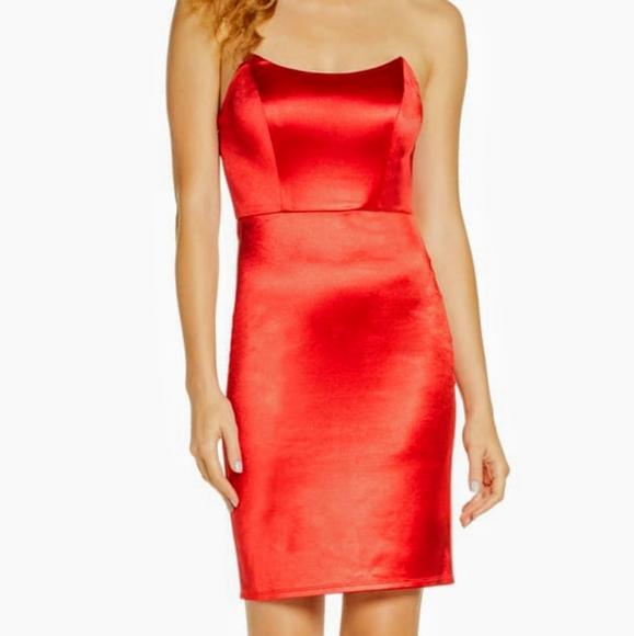 Lulu's Dresses & Skirts - LULUS STRAPLESS COCKTAIL DRESS